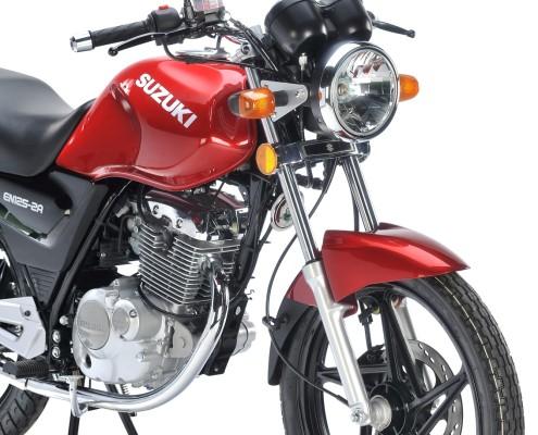 Motos en Panama Suzuki EN125 roja